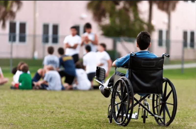 بررسی معیارها و استانداردهای فضاهای مربوط به معلولان جسمی-حرکتی